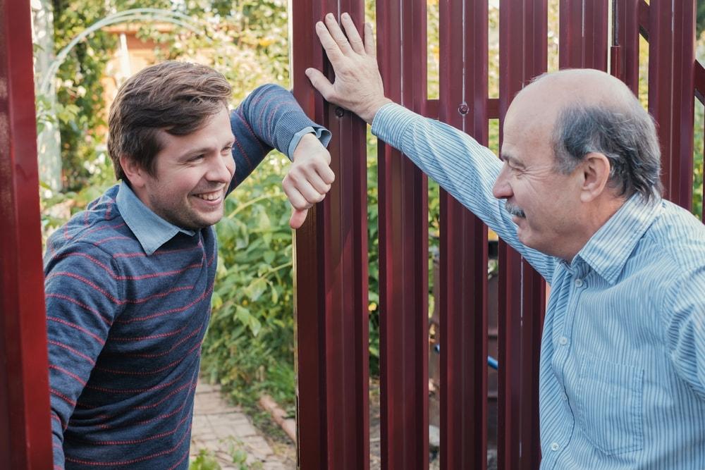 Współdzielenie ogrodzenia z sąsiadami – podstawowe przepisy budowlane